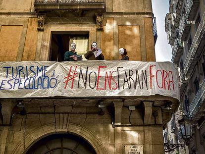 Barcelona residents protest over unlicensed vacation rentals.