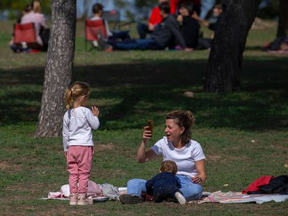 A family in the Casa de Campo park in Madrid.