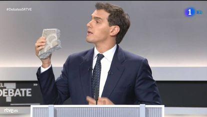 Ciudadanos leader Albert Rivera holding up a piece of pavement.