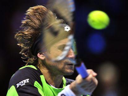 David Ferrer returns against Roger Federer during their group B singles match on Thursday.