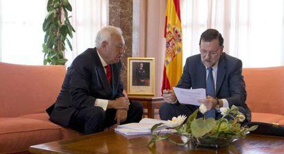 Foreign Minister José Manuel García-Margallo (left) and Mariano Rajoy in Mallorca Friday.