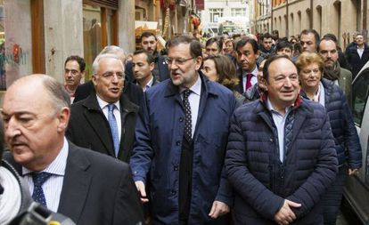 PP candidate Mariano Rajoy (center) surrounded by fellow party officials in Logroño. Political scientists note that Spanish parties still tend to recruit their candidates from the usual pool of middle-aged white Spanish men.