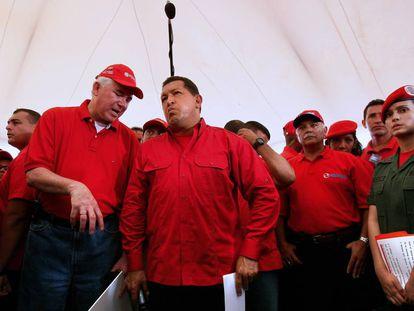 Former Energy and Oil minister Rafael Ramírez (l) and former Venezuelan president Hugo Chávez in 2008.
