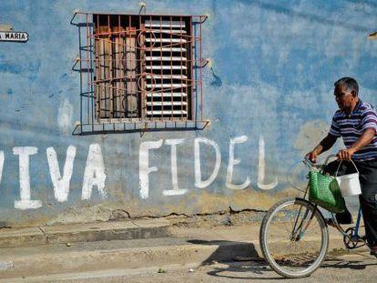 A piece of graffiti in support of Fidel Castro on a street in Cuba.