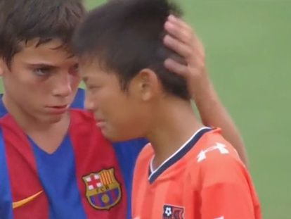 The touching gesture by Barça junior team after beating Japanese rivals