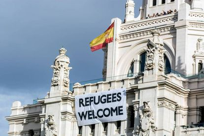 The banner hanging from Madrid City Hall.