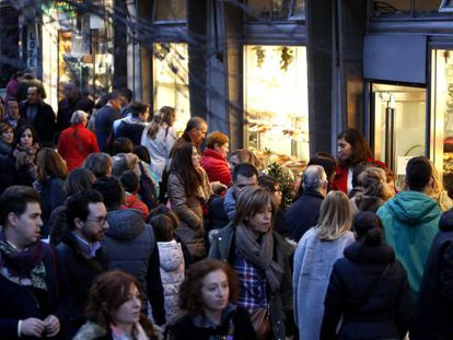 Christmas shoppers in Madrid.