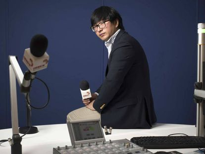 Dawei Ding at the China FM studio in Madrid.