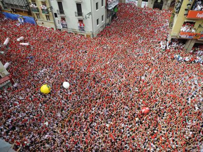 """Thousands pack out a square in Pamplona during the 'Chupinazo"""" in 2009."""