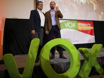 Vox leader in Andalusia Francisco Serrano (l) and national leader Santiago Abascal.
