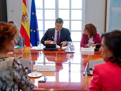 Pedro Sánchez presiding the Thursday meeting on Brexit.