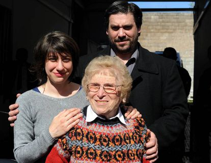 Rosa Roisinblit and her grandchildren, Mariana and Guillermo, leave the courthouse.