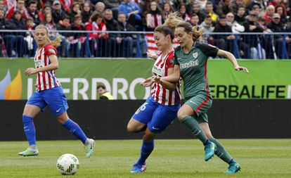 A match between Atlético de Madrid and Athletic Bilbao women's teams.