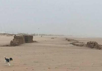 Ruins uncovered by the storm on Cortadura beach (Cadíz).