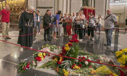 A group of visitors next to Franco's tomb in the Valley of the Fallen.