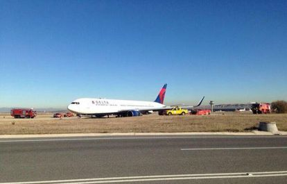 The plane after landing at Barajas, in a photo posted on Twitter by the airport's authorities.