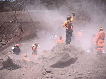 A rescue crew in Escuintla (Guatemala).