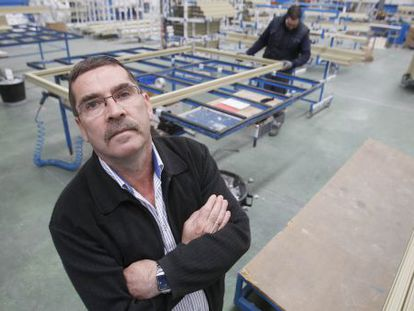 Antonio Castro Pimentel in his window factory.