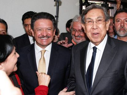 Despite the smiles, the meeting between PRD president Carlos Navarrete (left) and founder Cuauhtémoc Cárdenas did not end well.