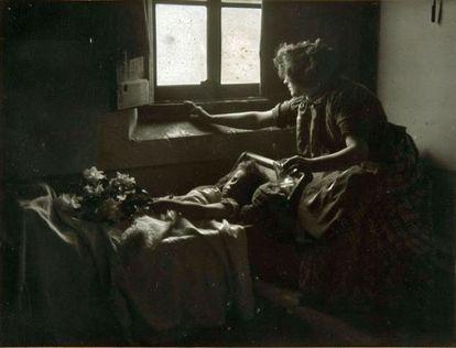 One of Joan Vilatobà's large-format photographs: La primera dolència.