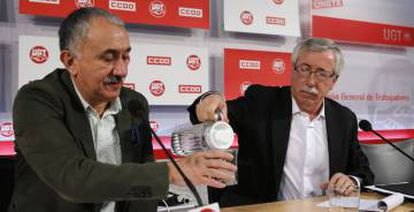 Union leaders Pepe Álvarez of UGT and Ignacio F. Toxo of CCOO have repeatedly asked for a wage raise.