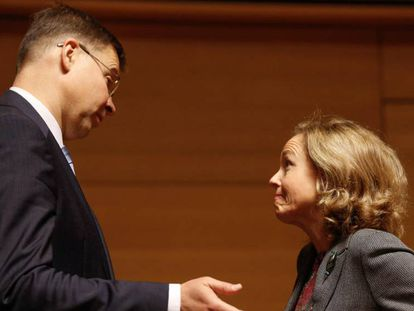 Nadia Calviño, the acting economy minister, with EC vice-president Valdis Dombrovskis.
