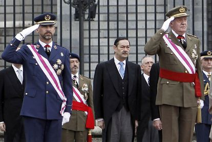 King Felipe (l) and his father Juan Carlos (r) in a file photo.