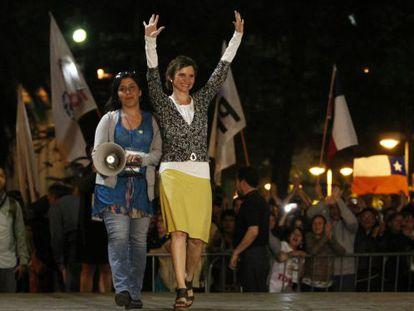 Carolina Trohá celebrates her victory Sunday night to become Santiago's new mayor.