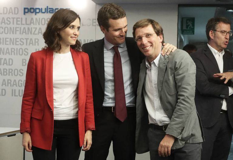 Potential mayor Almeida (r) with PP president Pablo Casado (c) and Madrid regional candidate Isabel Díaz Ayuso.