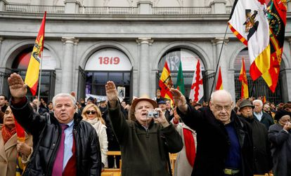 Franco supporters give fascist salutes at Madrid's Plaza de Oriente.
