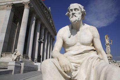 Statue of Greek historian Thucydides.