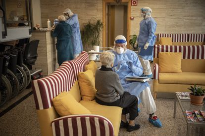 A resident at a senior care home in Barcelona is tested for Covid-19.