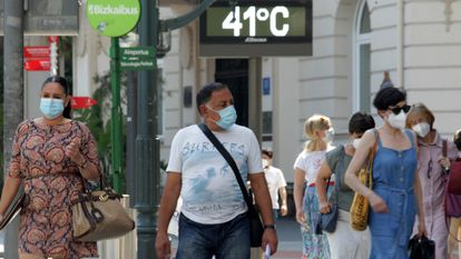 A street thermometer records the temperature in Bilbao during a heatwave in July 2020.