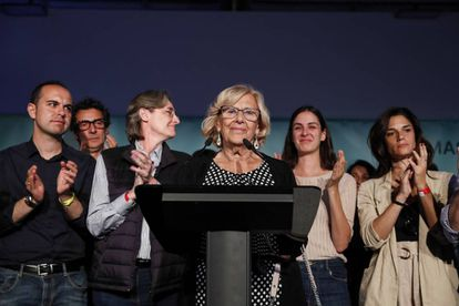 Manuela Carmena (c) concedes defeat on election night.