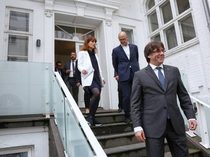 Regional premier Carles Puigdemont (r) at the opening of the Catalan government delegation in Denmark.