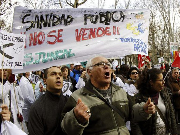 Protesters during Sunday's demonstration against privatization in the Madrid health service.