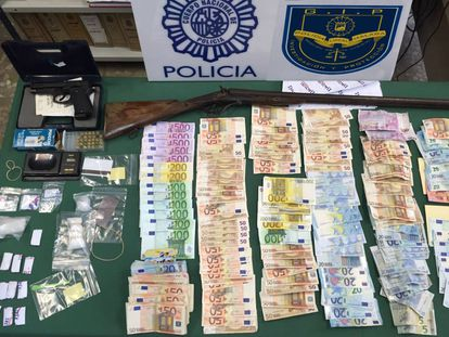 Police officers found €24,100 in cash inside the couple's home.