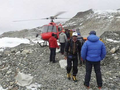 Rescuers at the foot of Mt. Everest help find mountain climbers.