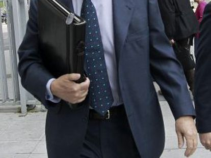 Former Caja Madrid Chairman Miguel Blesa arrives at Plaza de Castilla courthouse in Madrid on Wednesday.