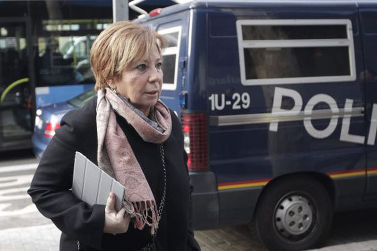 Celia Villalobos arriving at PP headquarters in Madrid for Wednesday's meeting.
