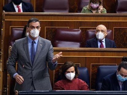 PM Pedro Sánchez (standing) with his deputies Carmen Calvo and Pablo Iglesias on Wednesday.