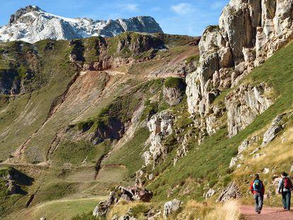 Ten easy mountain trails to enjoy in Spain