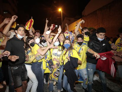 Residents of Vila-real celebrate their team's victory on Wednesday night.