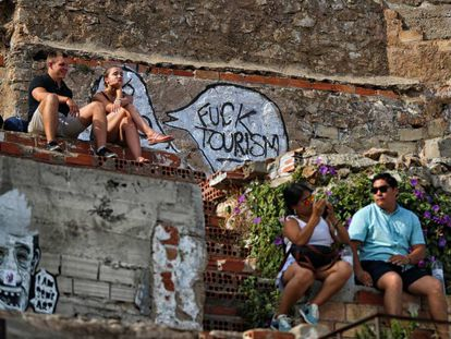Graffiti attacking tourism in Barcelona at the El Carmel former anti-aircraft batteries on the outskirts of the city.