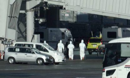 Japanese evacuees arrive in Tokyo from Wuhan on Wednesday.