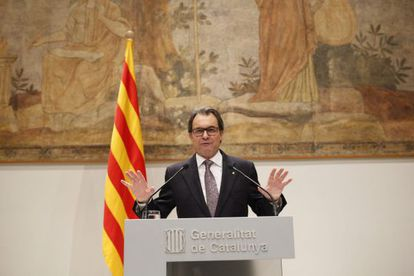 Catalan premier Artur Mas has said early elections will be held on September 27.