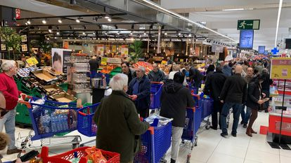 Long shopping lines at a supermarket in Majadahonda, in the Madrid region.