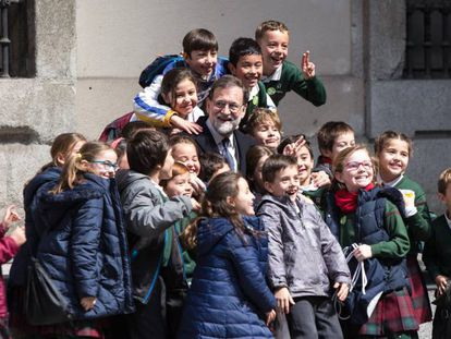 Mariano Rajoy posing with children in Madrid on Wednesday.