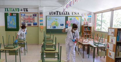 Cleaners working in a classroom at San Juan school in Murcia as part of the new coronavirus routine.