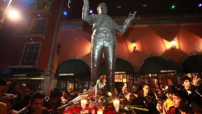 Hundreds of fans weeping and singing Juan Gabriel songs under his sculpture, in the Plaza Garibaldi in Mexico City.
